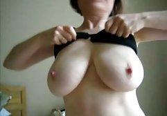 Reife Stiefmutter zeigt dem kleinen Sohn Unterwäsche und wird kostenlose private pornos gefickt