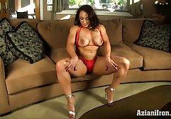 Junge Babe streichelt ihre schöne kostenlose pornos von amateuren Muschi