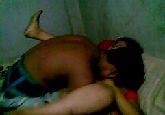 Schlankes Mädchen streichelt sich teen sexfilme kostenlos zwischen ihren Beinen