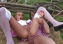 Das Mädchen verstand natürlich, dass sie eine Intimmassage machen wollte, aber sie war sehr überrascht zu spüren, wie die Massagetherapeutin begann, ihren Schwanz in ihre zerdrückte Muschi zu geile deutsche filme stecken
