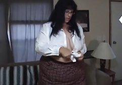 Die lüsterne Lehrerin in schwarzen Strümpfen wird von einem kostenlose hd sex filme besorgten Typen anal gefickt