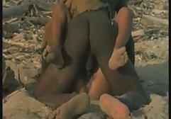 Gebräunte kostenlose perverse sexfilme Blondine in Brille und schwarzen Strümpfen wird anal gefickt