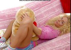 Ein Mädchen mit einer sexfilme gratis ohne registrierung großen und schönen Brust zieht ihren weißen BH aus und beginnt sich langsam zu bewegen. Mit den Händen berührt sie ihren Körper. Von den Kleidern an ihrem Körper sind nur noch Strümpfe übrig, sie posiert nackt vor der Kamera