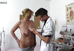 Junge Blondine streichelt Muschi mit den kostenlose pornos fette weiber Fingern