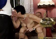 Ein nacktes Mädchen segelte zum schlafenden Segler. Als er aufwachte, umarmte der Mann ihren nassen Körper kostenlose sexfilme zeigen und nach dem Kuss begann das Mädchen seinen Schwanz mit den Lippen zu streicheln