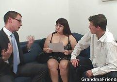 Junge Studentin mit deutsche pornoclips kostenlos dicken Titten wird in der Klasse mit Lehrerin gefickt